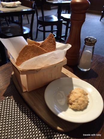 garlic puree and bread basket